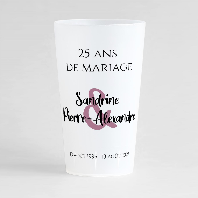Un ecocup givré de face avec un thème anniversaire de mariage et une présentation toute simple et épurée.