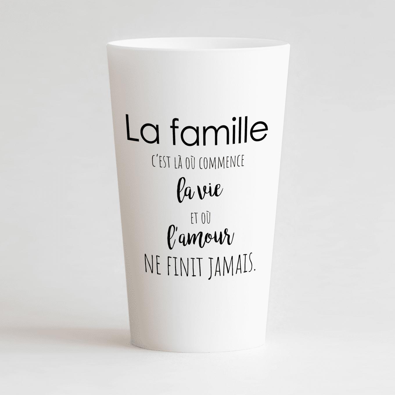 Un ecocup blanc de face pour une cousinade, avec une citation sur la famille.