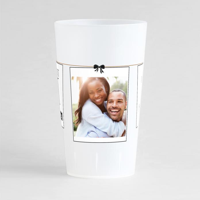 Un ecocup givré de face avec un thème mariage sur lequel vous pouvez ajouter une photo, vos prénoms et date de l'union.