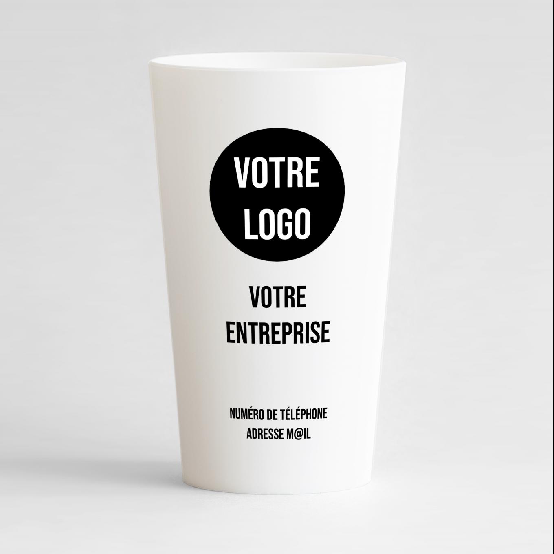 Un ecocup blanc de face pour une entreprise, en mode carte de visite minimaliste.