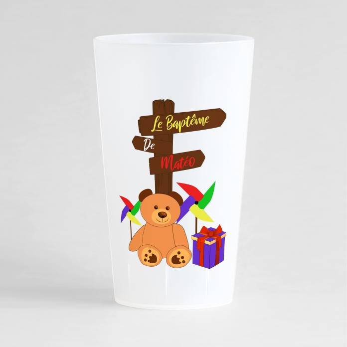 Un ecocup givré de face pour un baptême avec un petit ourson et un panneau
