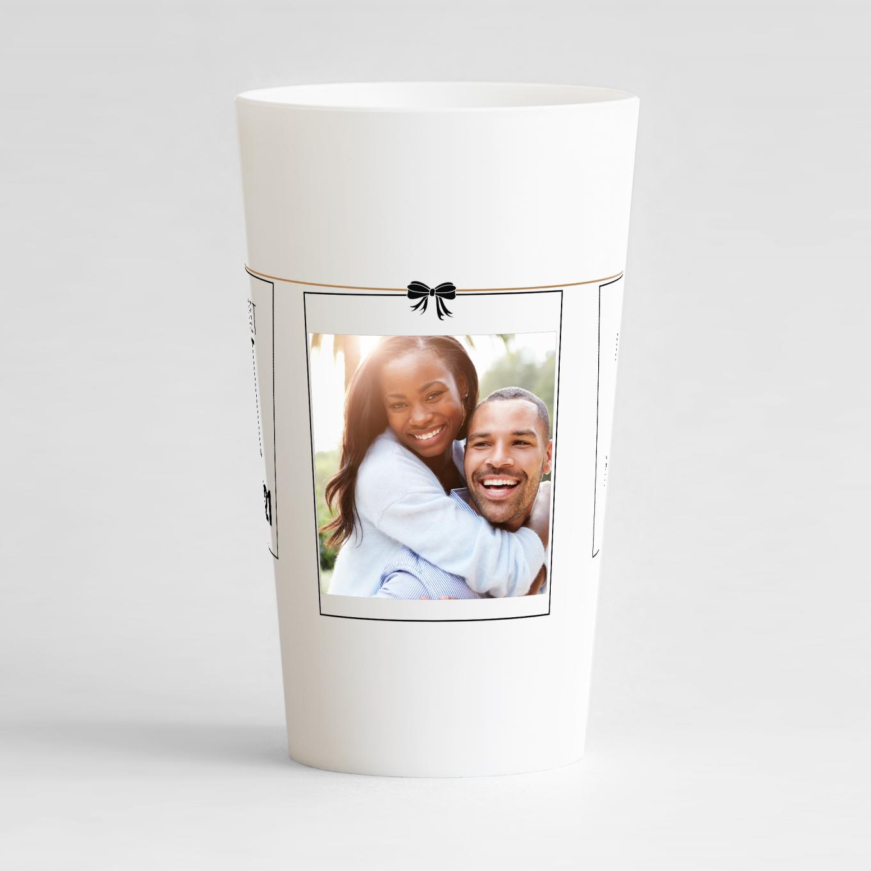 Un ecocup blanc de face avec un thème mariage sur lequel vous pouvez ajouter une photo, vos prénoms et date de l'union.