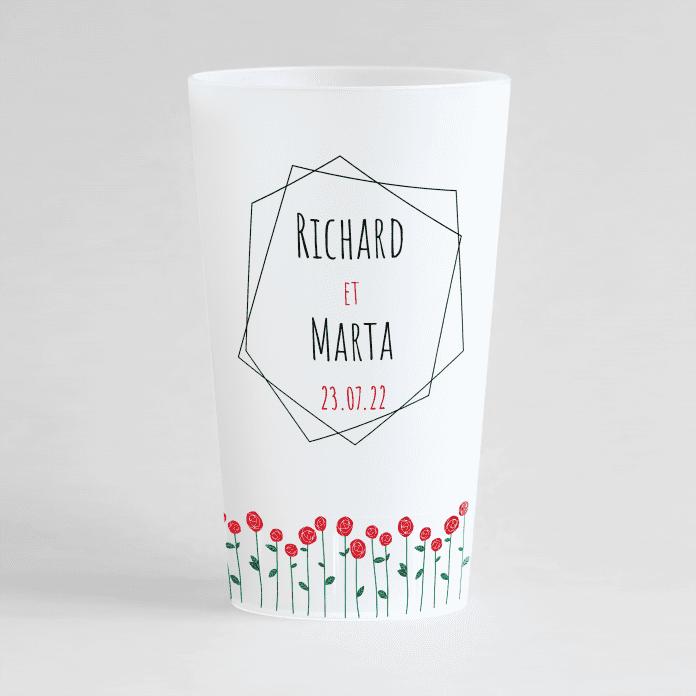 Un ecocup givré de face personnalisé pour un mariage avec un cadre, les prénoms et une frise de rose.