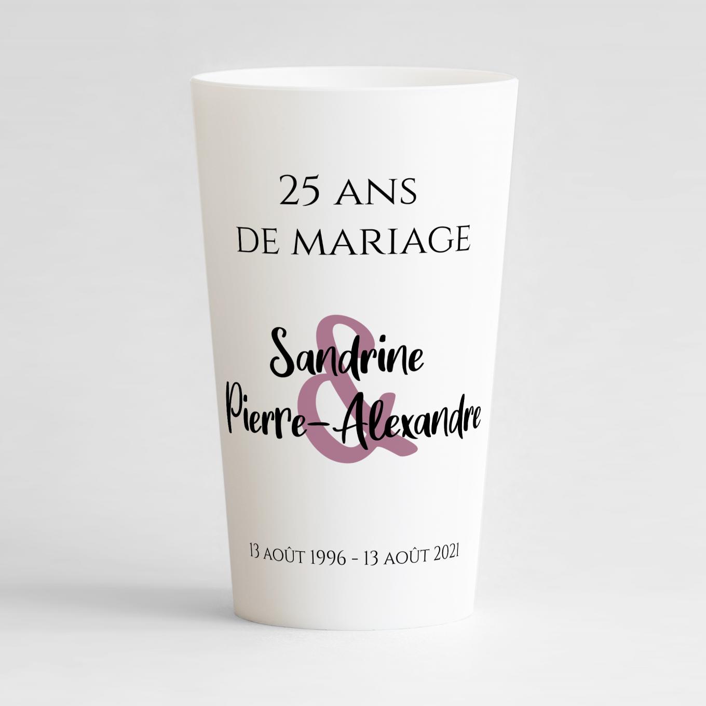 Un ecocup blanc de face avec un thème anniversaire de mariage et une présentation toute simple et épurée.