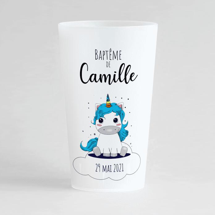 Un ecocup givré de face pour un baptême avec une petite licorne et un prénom.