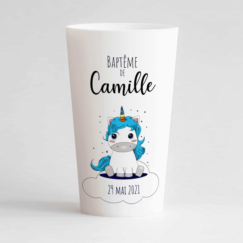 Un ecocup blanc de face pour un baptême avec une petite licorne et un prénom.