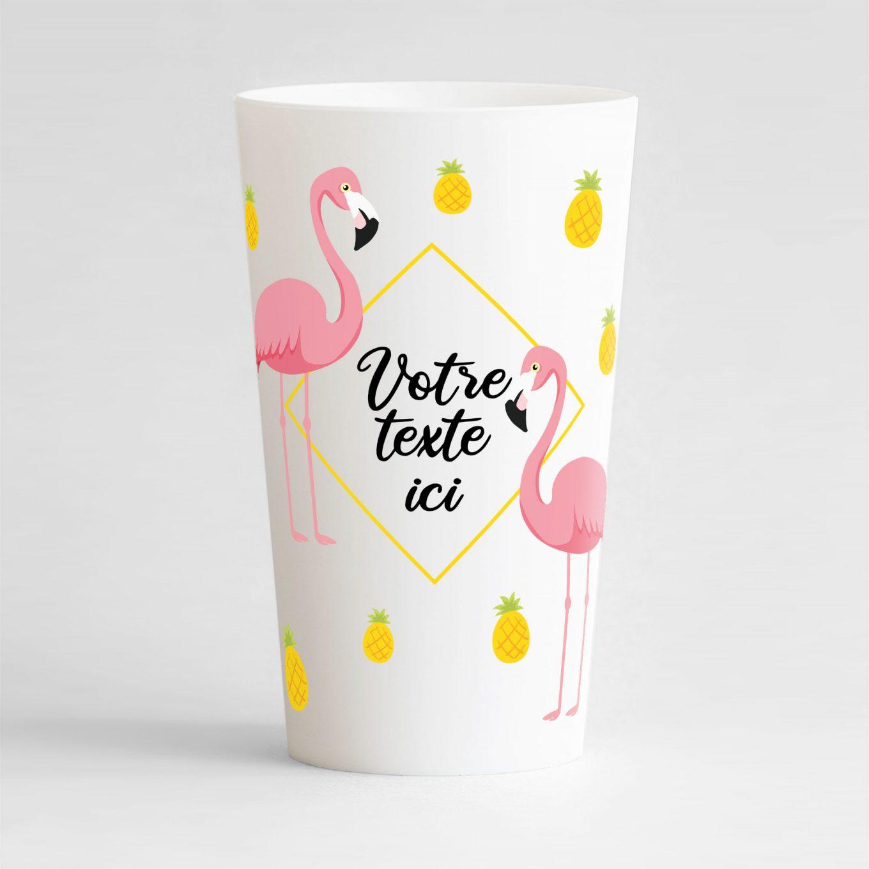 Un ecocup blanc de face avec un thème tropical, une zone de texte, des flamants-roses et des ananas.