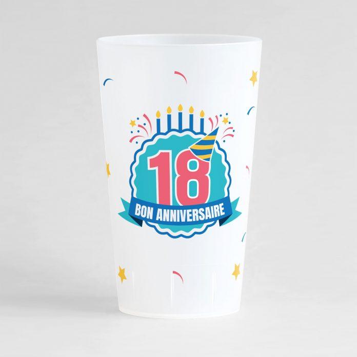"""Un ecocup givré de face pour un anniversaire avec l'inscription """"18"""" et """"bon anniversaire"""" et des éléments festifs"""