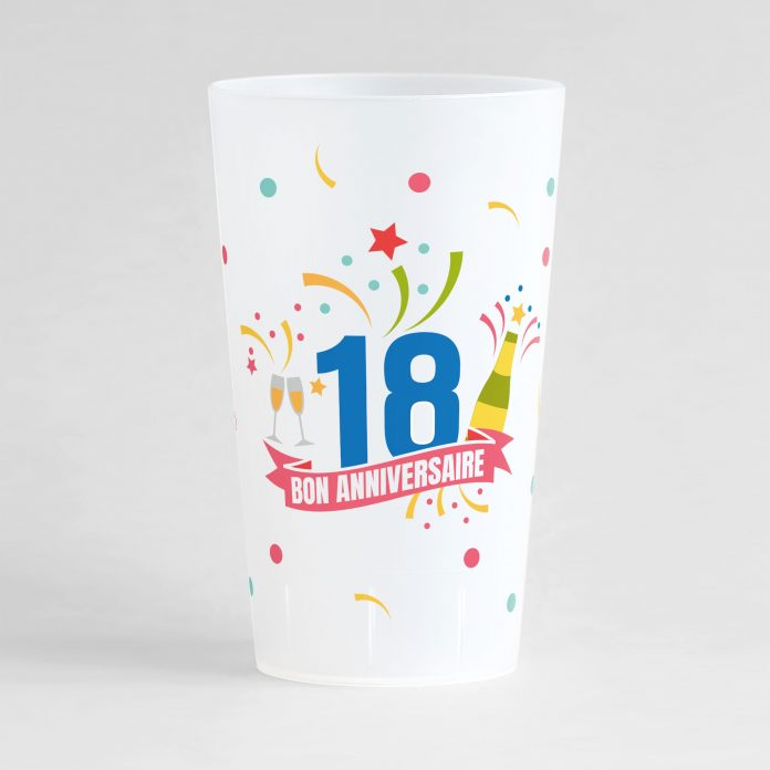 """Un ecocup givré de face pour un anniversaire inoubliable, avec des éléments festifs sur tout le gobelet, une inscription """"18"""" et """"bon anniversaire"""""""