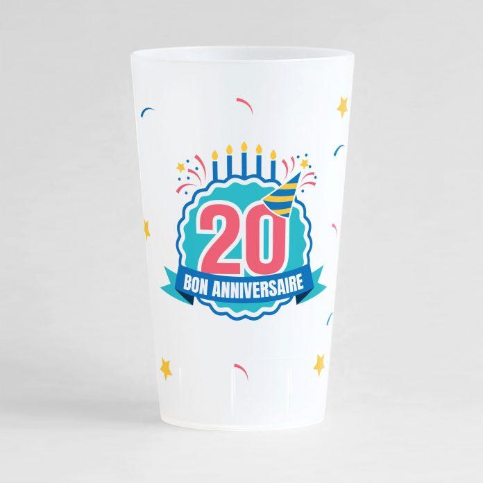 """Un ecocup givré de face pour un anniversaire avec l'inscription """"20"""" et """"bon anniversaire"""" et des éléments festifs"""