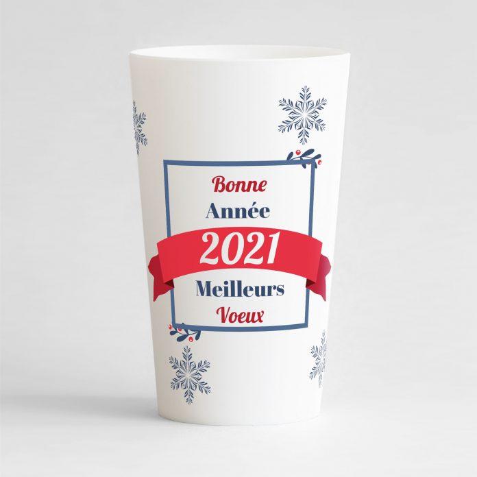 Gobelet personnalisé pour la nouvelle année avec un cadre, un ruban et des flocons, version blanche de face