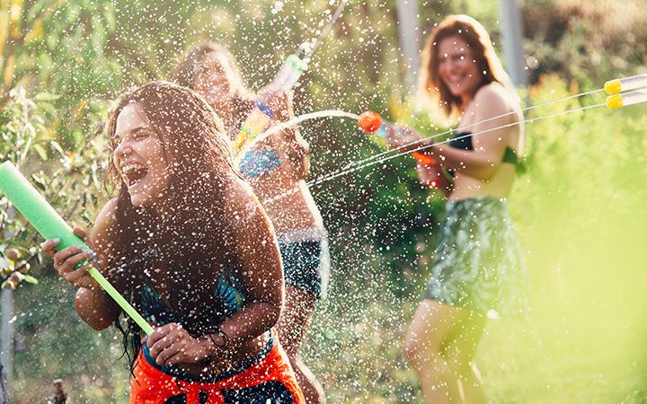 Wasserschlacht unter Freunden