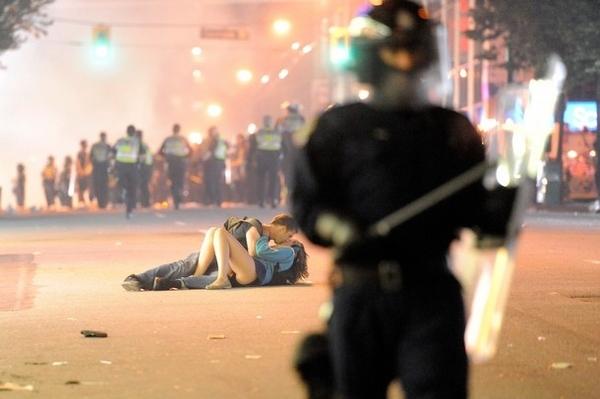 Kissing Couple de Vancouver