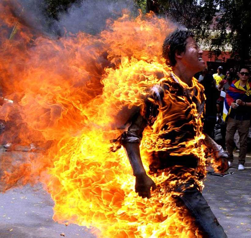 Une torche humaine pour le président Hu Jintao