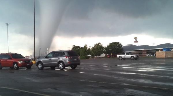Capturées par un vidéaste amateur, les impressionnantes images de la seconde tornade qui a frappé l'Oklahoma