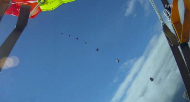 meteorite-parachute-wingsuit