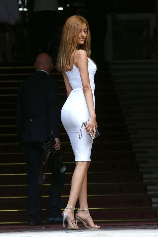 Zahia-Dehar-au-defile-Versace-collection-Automne-Hiver-2014-2015-lors-de-la-fashion-week-a-Paris-le-6-juillet-2014_exact1024x768_p