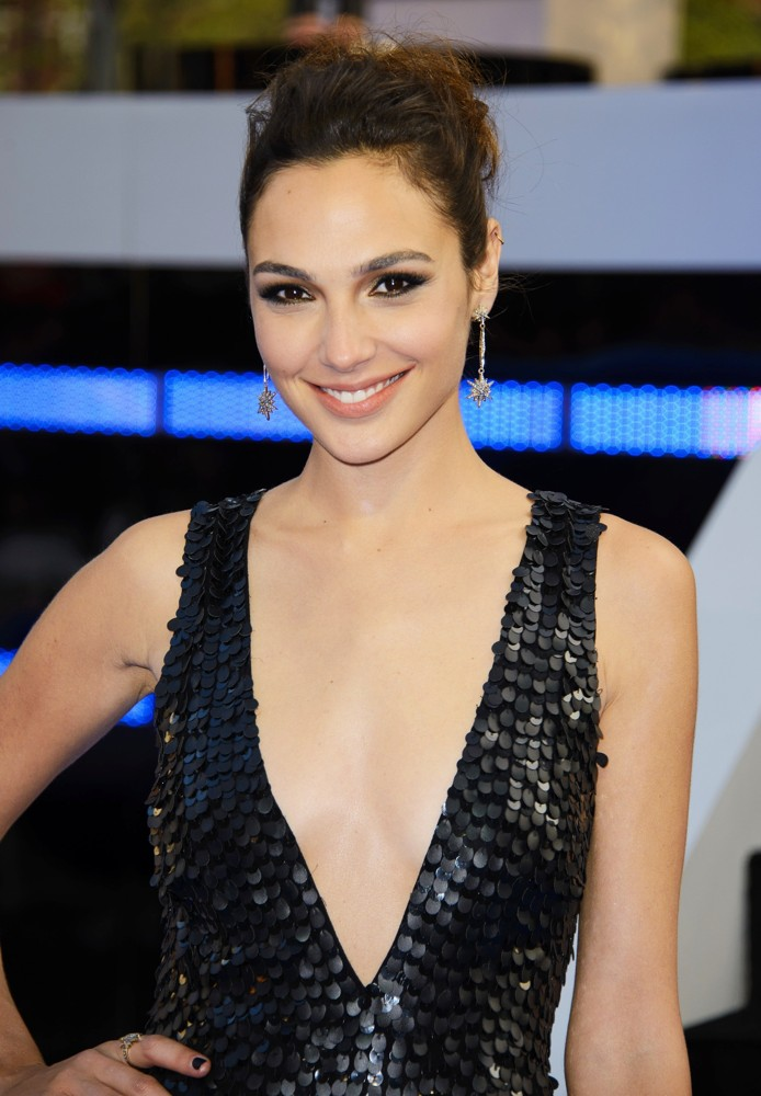 gal-gadot-uk-premiere-fast-and-furious-6-02