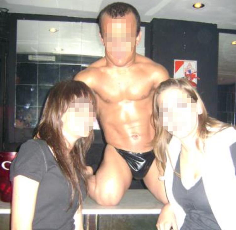 stripteaseur-nain-adultere02