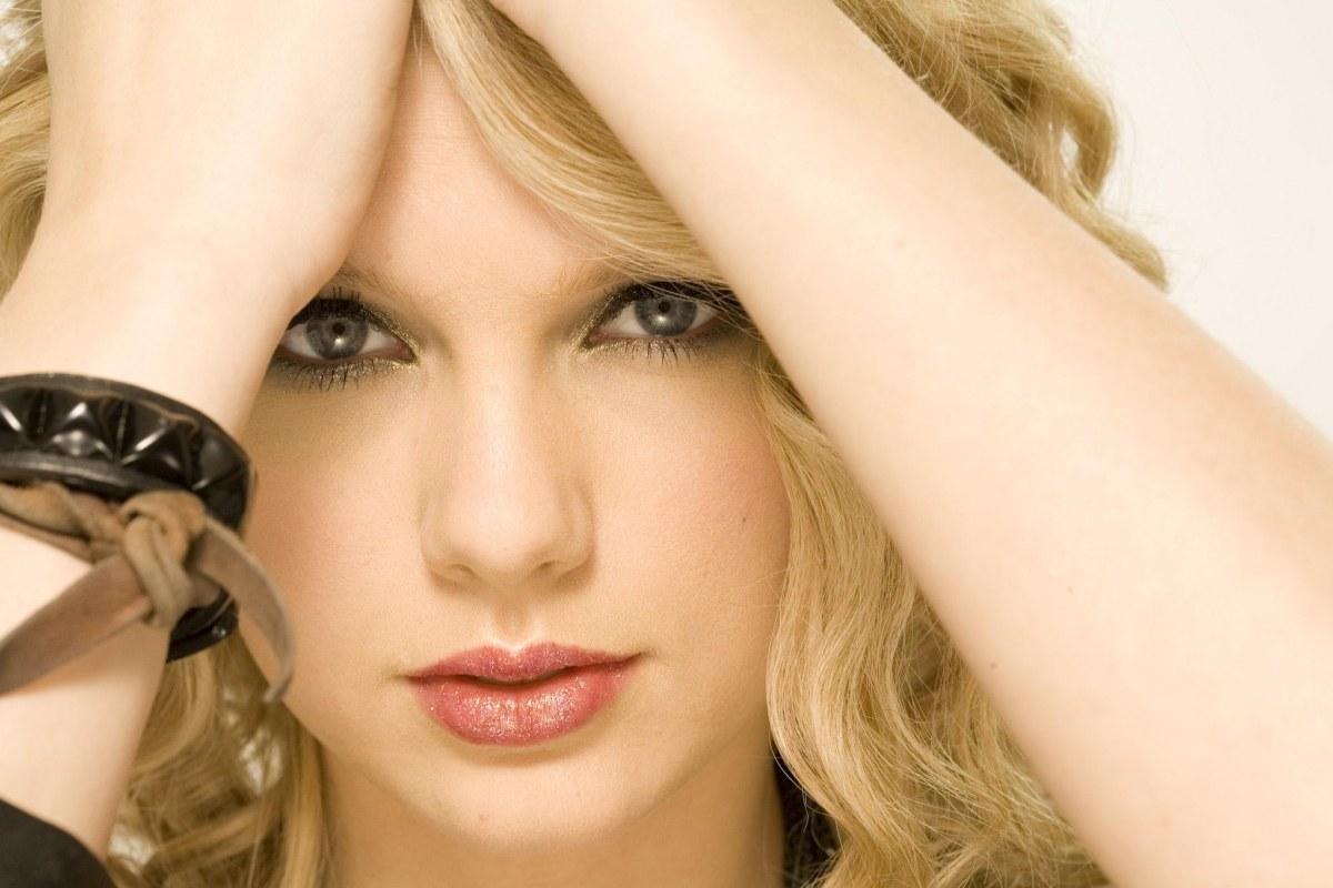 Taylor-Swift-taylor-swift-20863722-1200-800