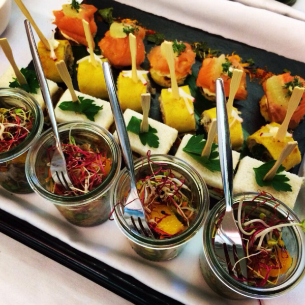 Business Catering Frankfurt: Firmencatering mit Fingerfood Buffet ~ FLOW THE KITCHEN