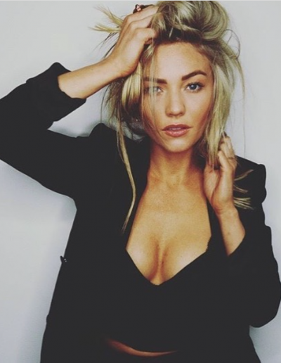 Sam Frost image with blonde highlights and balayage hair colour. Messy hairstyle and hair extensions