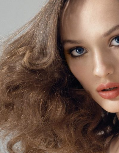 Girl with a editorial hairstyle with soft wavy hair and light brunette hair colour