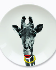 wild-dinning-giraffe