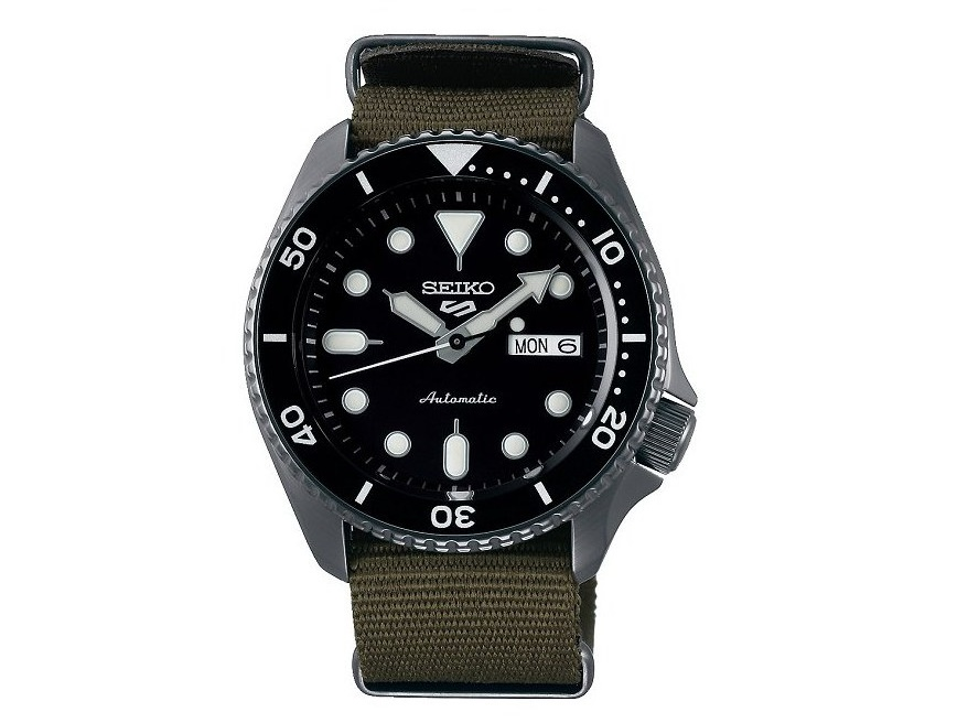 Seiko 5 Sports Gents Watch SRPD65K_0