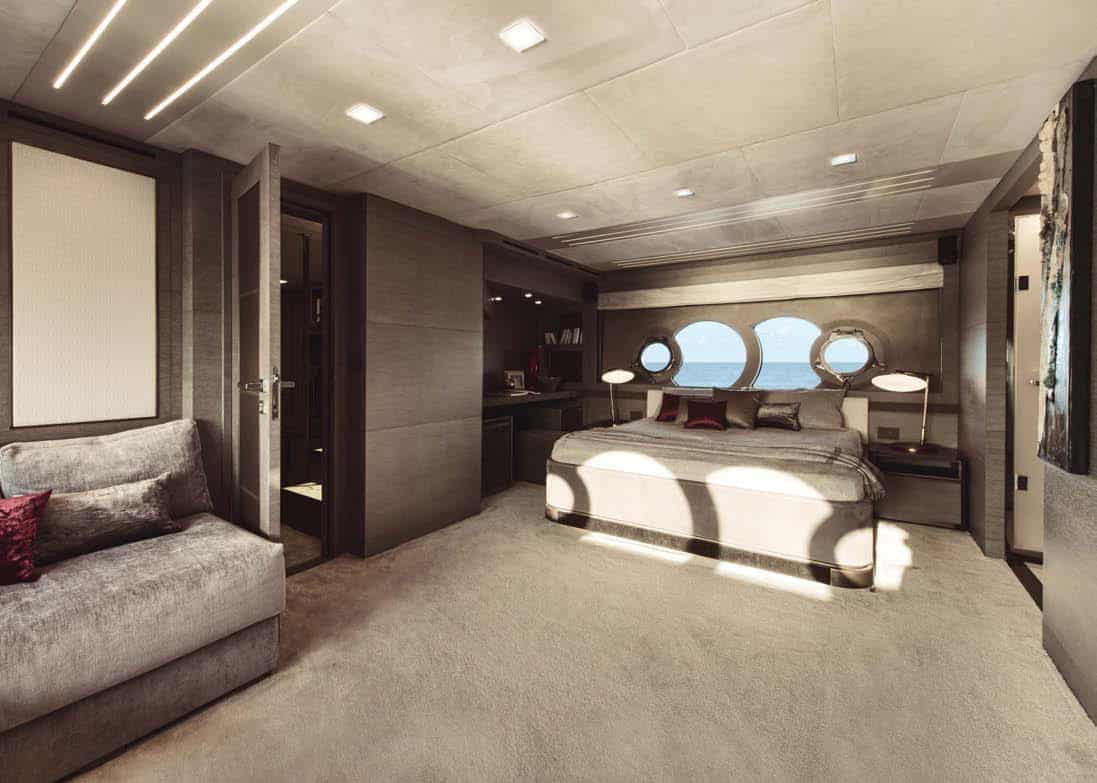 Monte Carlo Yachts MCY 105: one of the two guest VIP staterooms