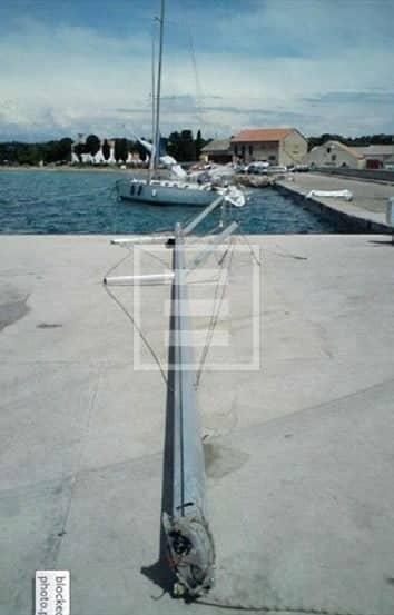 bora 60 nodi croazia barca corpi morti