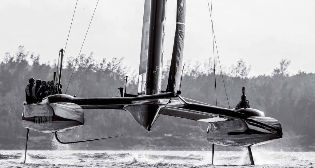 La tecnologia degli aerei per vincere a vela: la Coppa America è il banco di prova