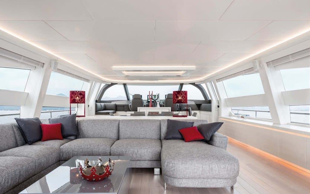 Dentro Spectre, lo yacht di James Bond. Caratteristiche e immagini