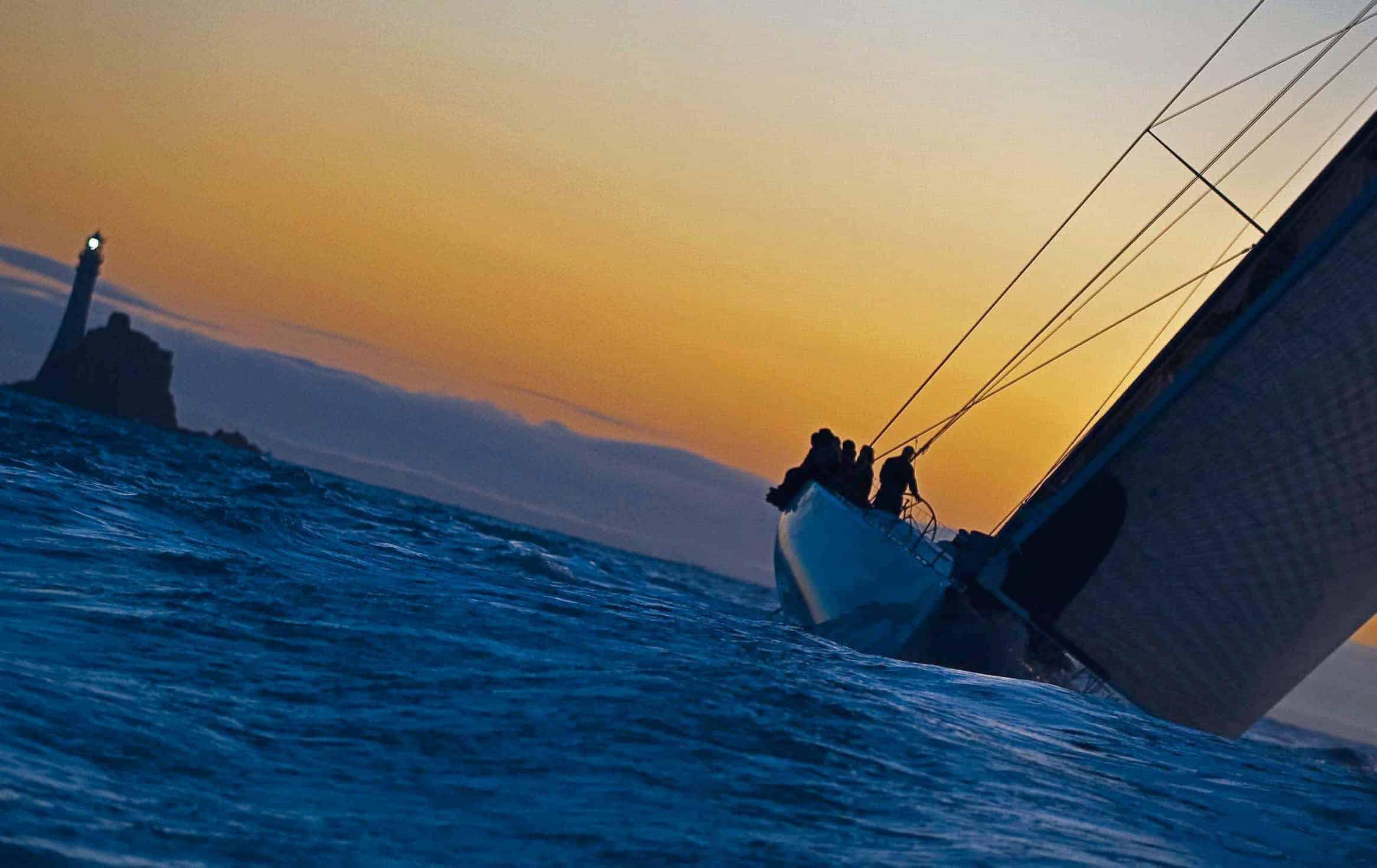 Una regata mozzafiato: perché andare a Cowes vale il viaggio fastnet race