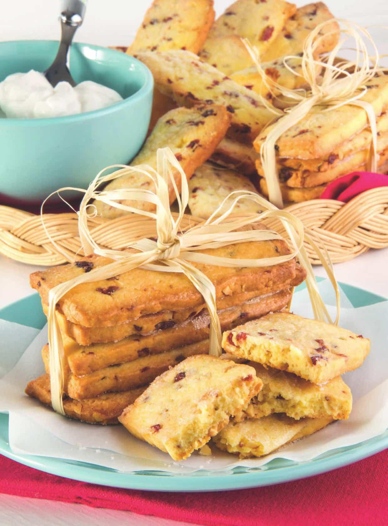 Biscotti di pasta frolla allo yogurt e ribes disidratato