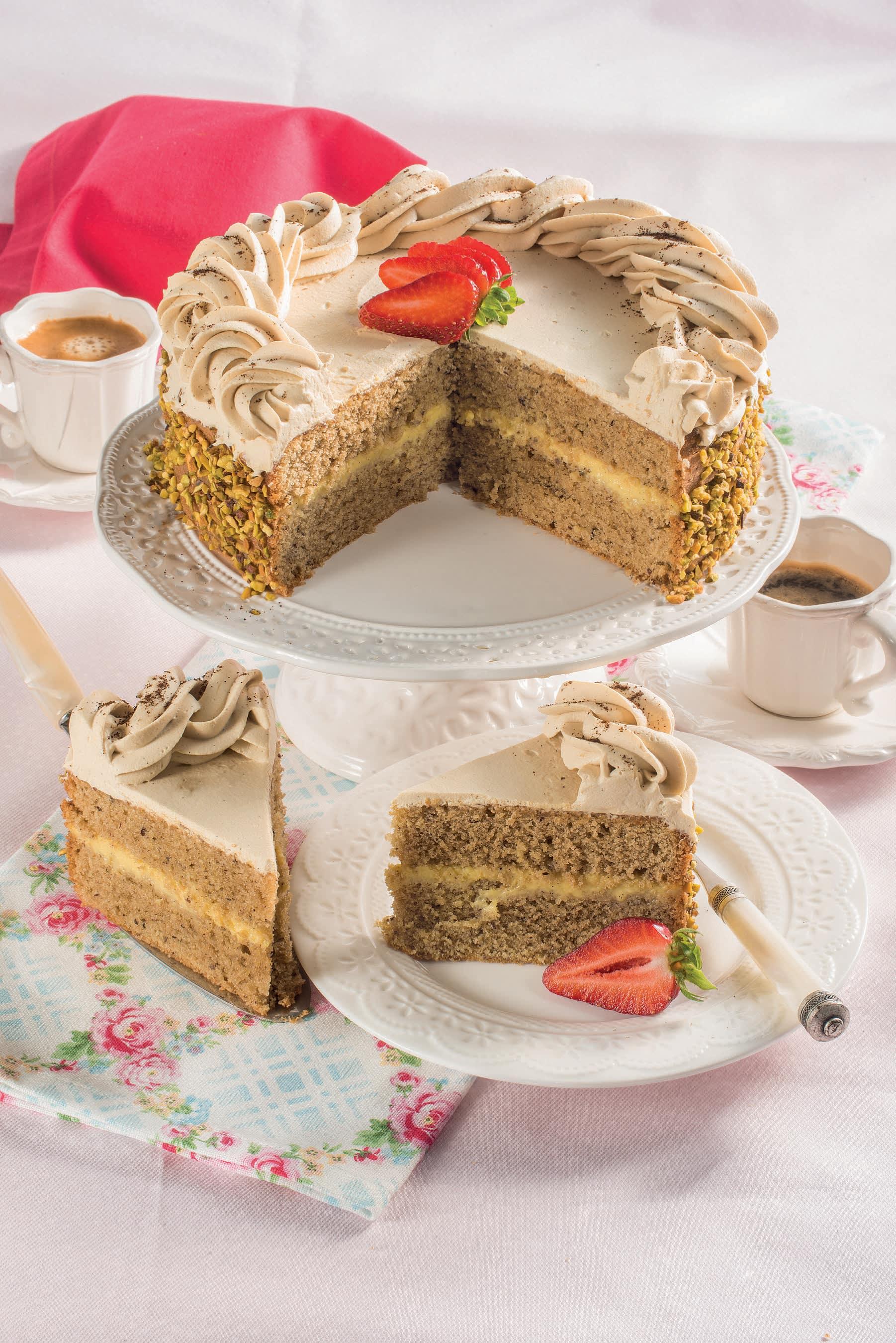 Torta farcita al caffè e nocciole: per un compleanno ...
