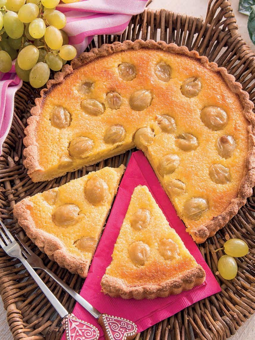 Crostata all'uva con succo e liquore al limone