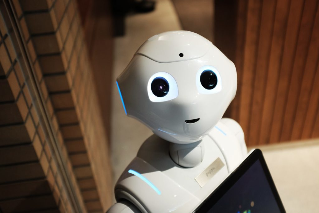 Intelligence humaine ou artificielle  pour une gestion optimale de la Relation Client?