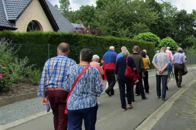 wandelende senioren te Lierde