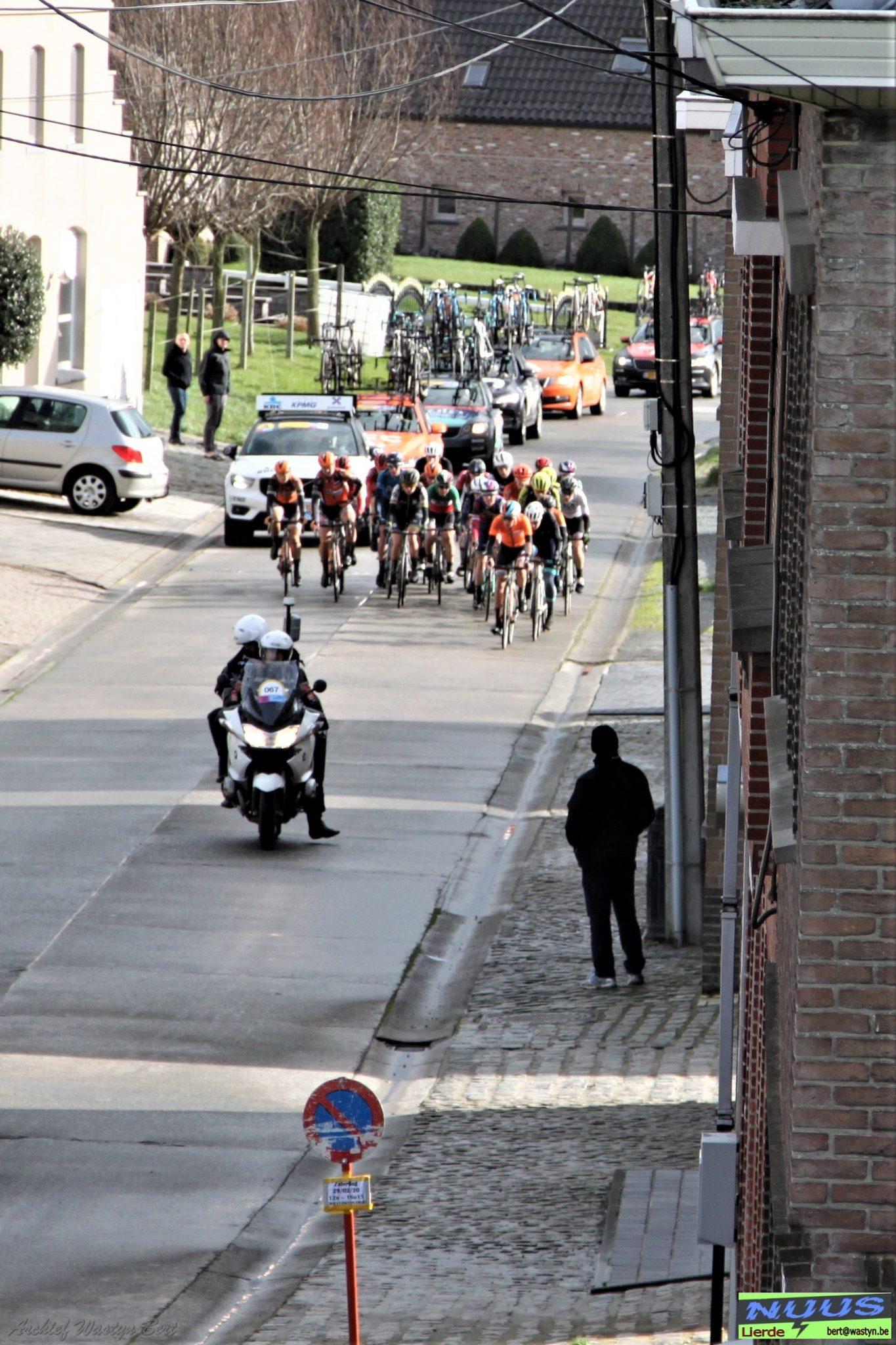 peloton omloop Het Nieuwsblad voor elite vrouwen