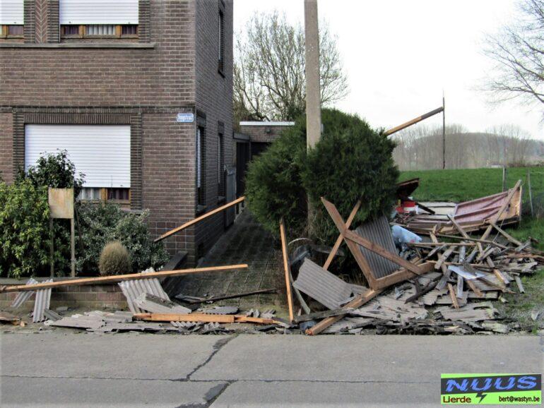 Door rukwind vernielde garage