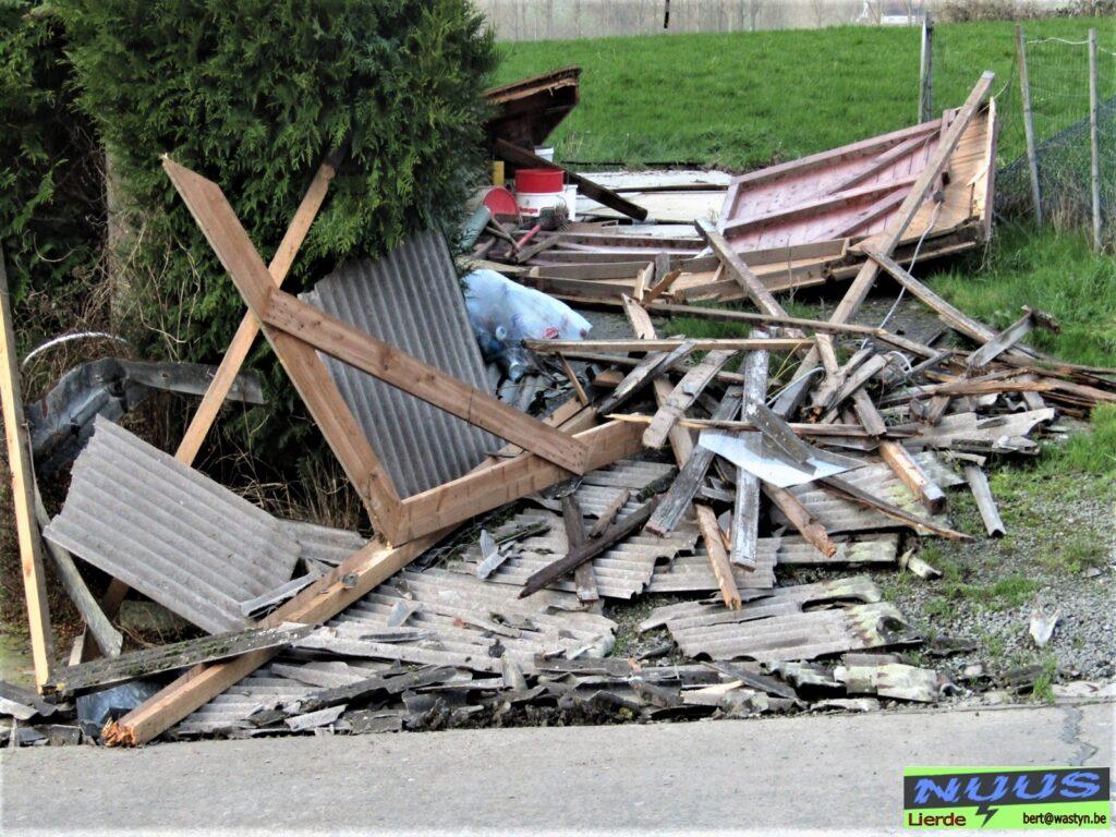Door rukwind vernielde garage te Lierde