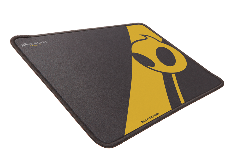 MM300 Dignitas 01 - Corsair: Team Dignitas Edition gaming mouse and mat