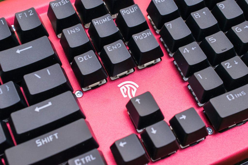 Look5 1024x682 - EasySMX Backlit Mechanical Keyboard Review