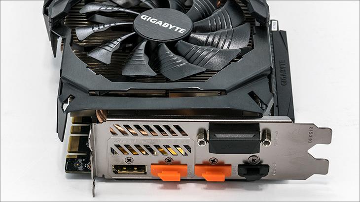 Gigabyte AORUS GTX 1070 ports - Gigabyte AORUS GTX 1070: Big card with big performance