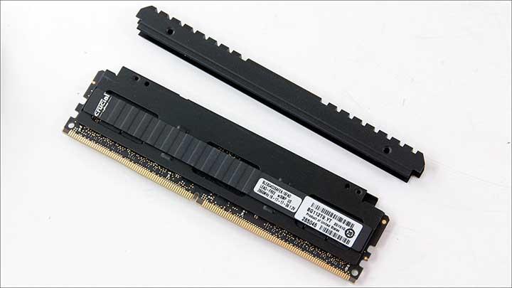 close - Crucial Ballistix Elite DDR4-2666 32GB Kit
