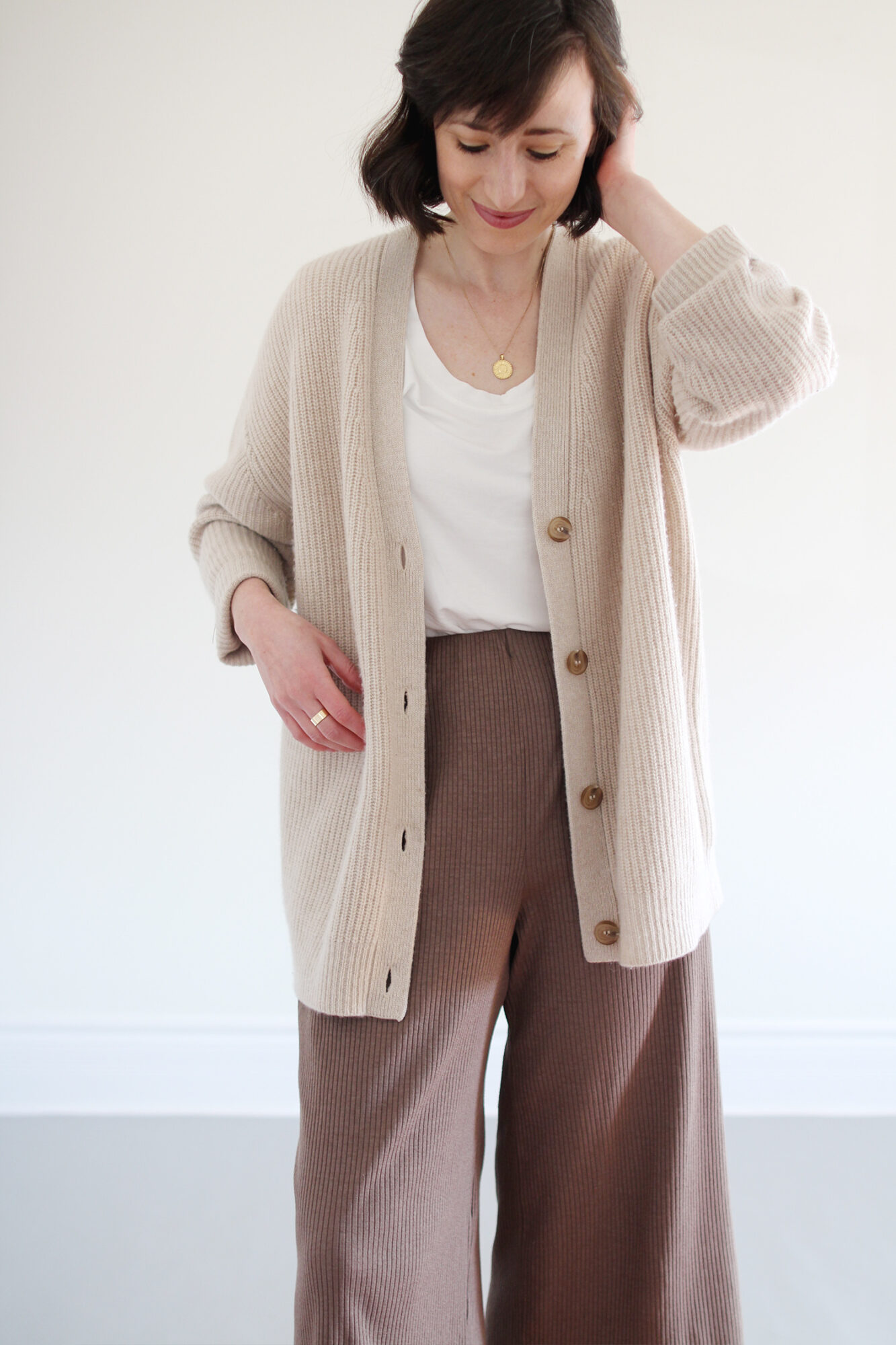 Style Bee - Loose Layers & Light Tones