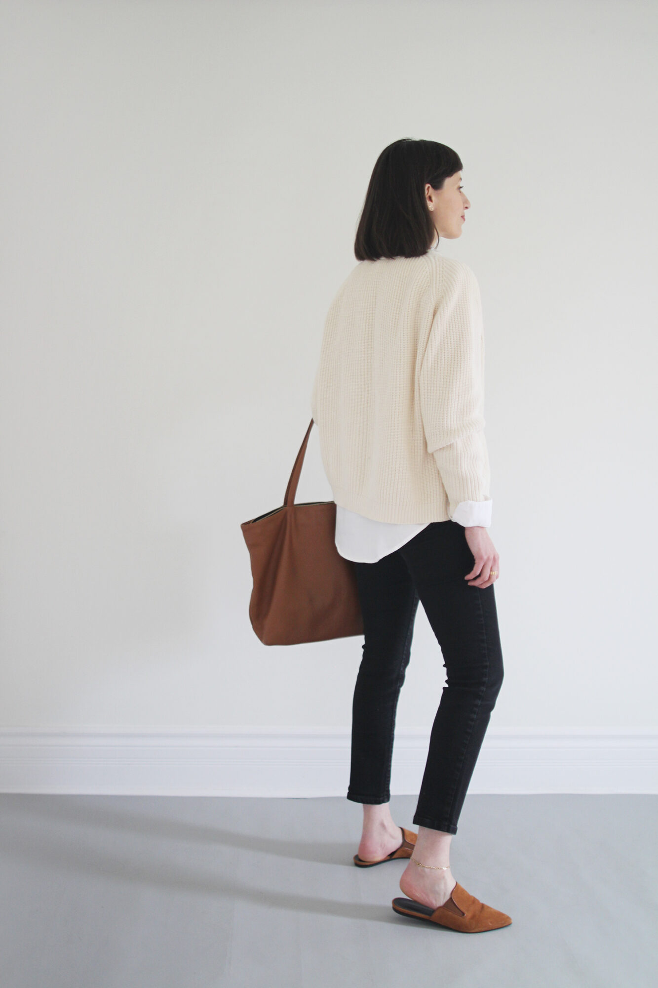 Style Bee - Buttoned Up