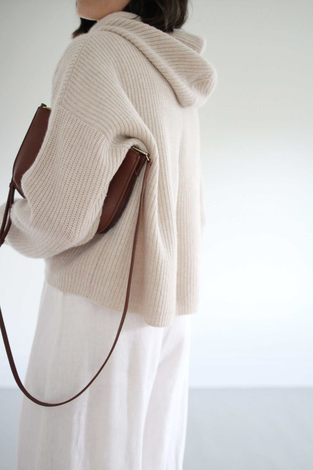 Style Bee - Light Knits & Linen