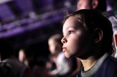 kid-at-theatre